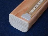 Dřevěné madlo zábradlí s LED osvětlením buk/dub zábradlí na schodiště s LED osvětlením dřevěné madlo zábradlí na zedˇ s LED osvětlením.