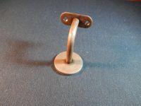 Madla zábradlí na schodiště dřevěná Držák madla s rovnou plochou na zeď, schodišťového zábradlí, ocelový na kombinovaný šroub nebo závitovou tyč. Madla zábradlí na schodiště dřevěná