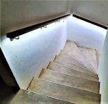 Madla zábradlí na schodiště dřevěná LED ZÁBRADLÍ-MADLO LED OSVĚTLENÍ DŘEVĚNÉ SCHODIŠŤOVÉ NA ZEĎ NA SCHODY BUK 5,9 X 4CM /www.zabradli-madla.e Madla zábradlí na schodiště dřevěná